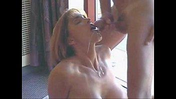 Mi vecina me la chupa y le lleno la boca de leche - Modelo argentina